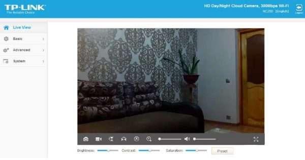 Панель управления в веб-обозревателе камеры TP-LINK NC250