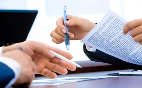 Важным условием договора найма является указание суммы оплаты за квартиру: при отсутствии этого пункта документ можно признать недействительным