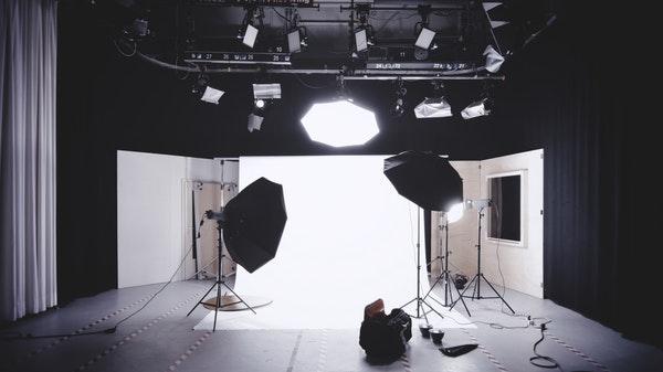 Владелец студии может получать доход с нескольких направлений