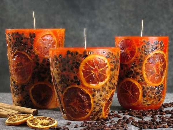 Декоративные свечи ручной работы могут стать оригинальным подарком к празднику