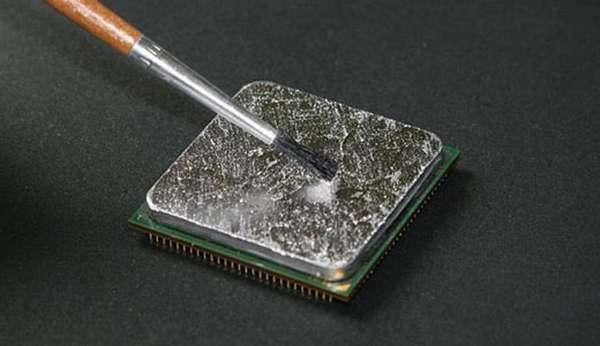Жидким металл для процессора. Нанесение