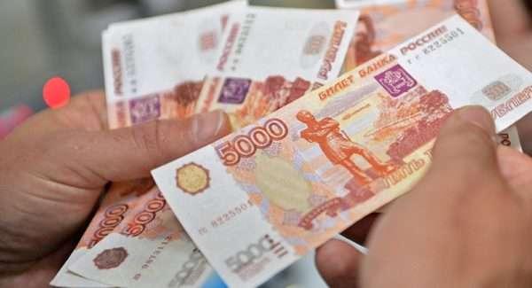 Оплата денежной части УК производится исключительно в российских рублях