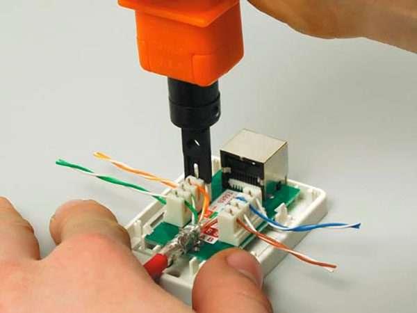Обжим кабеля в розетке