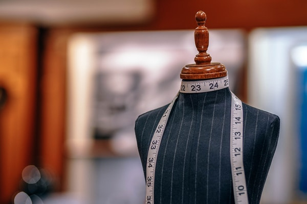 В условиях скромного выбора одежды, ателье - интересный вариант для покупателя