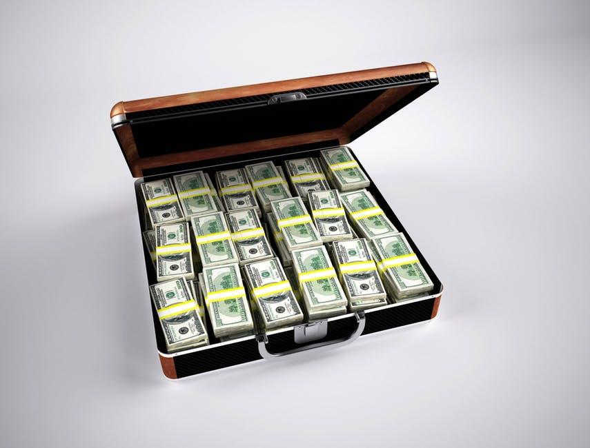 В результате создается легенда, что возможно лишь везунчику сорвать солидный денежный куш