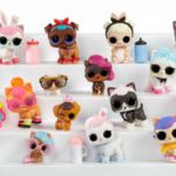 У каждой L.O.L. есть свое хобби и свои особенности.Одна может брызгаться водой, кто-то плачет, кто-то делает пи-пи, а есть такие, которые меняют свой цвет в холодной воде. Но самое главное - это не просто модные коллекционные куклы, а целый игровой набор.