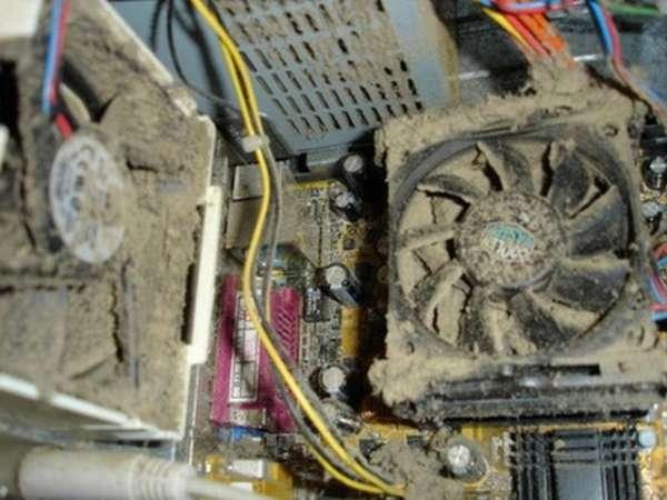 Кулер компьютера покрыт пылью